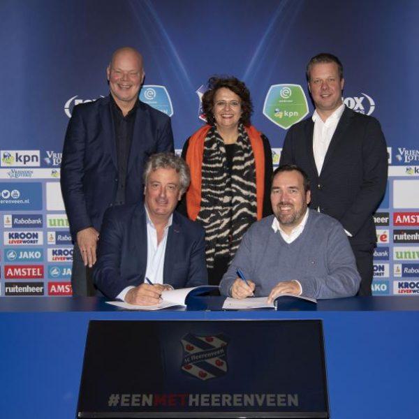 ondertekening sponsor contract ViaData en sc Heerenveen